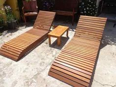 espreguiçadeira madeira piscina e jardim
