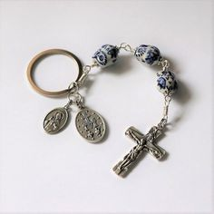 Rosary Prayer, Prayer Beads, Diy Jewelry, Jewelry Making, Unique Jewelry, Keychain Clip, Rosaries, Key Rings, Miraculous