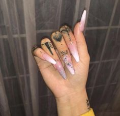 Semi-permanent varnish, false nails, patches: which manicure to choose? - My Nails Dope Nails, Nails On Fleek, Fun Nails, Glitter Nails, Prom Nails, Wedding Nails, Gold Glitter, Stiletto Nails, Coffin Nails