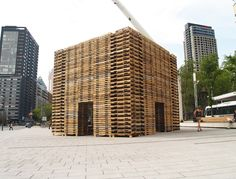 Forêt II   Escales Improbables de Montréal  Justin Duchesneau and Phil Allard   810 recycled pallets   21 x 21 x 20 feet     Forêt II is a cubic meditation place made of 650 recycled wooden pallets. It represents a forest, but also the connection of canadian territories.