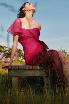 Fashion News, Fashion Beauty, Fashion Show, Fashion Design, Pink Fashion, Runway Fashion, Womens Fashion, Fashion Trends, Fuchsia Dress