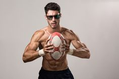 Shooting con modelo masculino para  Pegaso Eyewear | kinokistudio Ecommerce, Barcelona, Cute, Swimwear, Fashion, Men Models, Ad Campaigns, Pegasus, Fotografia