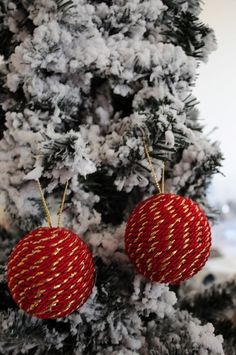 Chistmas handmade decoration. Available in gold and green, red and gold, blue and gold, light blue and gold. Ask all the piece you want. In few days I