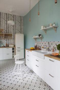 Relooking et décoration 2017 / 2018   relooking cuisine tendance  peinture bleu pastel crédence en carreaux rétro