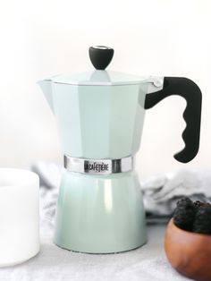 Our double serving, high quality aluminum stovetop moka pot brews our tea blends the same way we brew in store! The moka pot is compact, easy to use making of concentrated Teaspressa tea shots an Bialetti Espresso, Best Iced Coffee, Cool Kitchen Gadgets, Kitchen Stuff, Kitchen Decor, Cafetiere, Coffee Is Life, Tea Blends, Moka