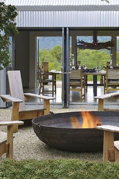 Amazing Backyard Fire Pit Ideas with Comfy Seating Area Design Inspiring how to build a modern fire pit decoration ideas that will make your house outstanding. Diy Fire Pit, Fire Pit Backyard, Fire Pit Plans, Outdoor Fire, Outdoor Decor, Outside Fireplace, Outside Fire Pits, Rectangular Fire Pit, Modern Fire Pit