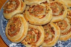 Aura-kinkkukierteet - Kotikokki.net - reseptit 20 Min, I Love Food, Deli, Hummus, Food And Drink, Yummy Food, Snacks, Baking, Ethnic Recipes