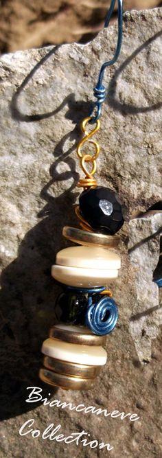 Orecchini con bottoni sovrapposti vintage : Orecchini di ibottonidibiancaneve