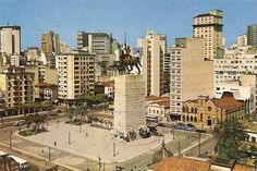 A Praça Princesa Isabel e o monumento na década de 60 (clique para ampliar)