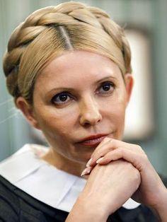 15-nov-12 - Timoshenko suspende greve de fome após insistência dos médicos. Em foto de arquivo, a ex-premiê ucraniana Yulia Timoshenko aparece na sede de seu partido em Kiev. A líder opositora e ex-primeira-ministra da Ucrânia, Yulia Timoshenko, aceitou nesta quinta-feira suspender a greve de fome em que estava desde o dia 29 de outubro, em protesto pela fraude que ela denunciou que aconteceu nas recentes eleições parlamentares em seu país. Foto: AP