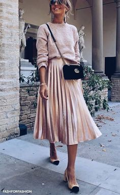Women's dresses - fashion for fashion - fashion and style inspiration - best outfit idea . - Winter Outfits for Work Look Fashion, Trendy Fashion, Plus Size Fashion, Autumn Fashion, Womens Fashion, Feminine Fashion, Curvy Fashion, Street Fashion, Feminine Dress