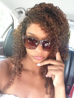 Natural curly hair, her hair color>>>>