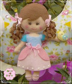 Felt Crafts Dolls, Felt Name Banner, Sewing Dolls, Felt Toys, Felt Art, Fabric Dolls, Needle Felting, Wool Felt, Activities For Kids