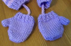 Ravelry:  American Girl Doll Free Mitten Pattern by Jacqueline Gibb ( Free Patern)