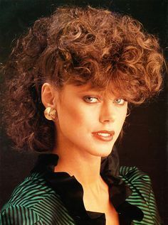 1980s Curly Hair Hairstyle Hairstyles Trends 1980s Hairstyles For Curly Hair Hairstyle Trends In 2020 1980s Hair Curly Hair Styles Curly Hair Styles Naturally