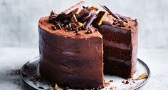 Salted chocolate layer cake with whipped ganache recipe - Preheat oven to F). Butter three springform cake tins and line them with baking paper. Chocolate Wafers, Salted Chocolate, Homemade Chocolate, Chocolate Recipes, Baking Chocolate, Chocolate Curls, Food Cakes, Cupcakes, Cupcake Cakes