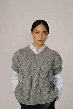 Коллекции | Ready-To-Wear | Осень-зима 2020/2021 | VOGUE Winter Mode Outfits, Winter Fashion Outfits, Knitwear Fashion, Knit Fashion, Knit Cardigan Pattern, Big Knits, Knitting Designs, Sweater Weather, Knit Patterns