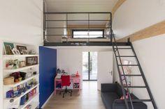 en coeur d'ilôt : Chambre d'enfant moderne par agence MGA architecte DPLG