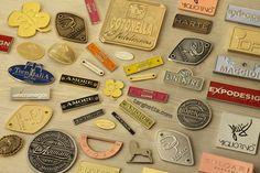 http://www.targhetta.com/targhette-personalizzate.htm - è la pagina tutta italiana interamente dedicata alle nostre produzioni di targhette personalizzate con eventuali dettagli colorati smaltati a mano.