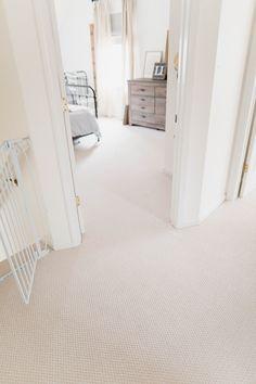 Mohawk Carpet Niedrigflor Berber im Stil Ensemble-Farbe, genannt Chorale Source by Home Carpet, Best Carpet, Diy Carpet, Wall Carpet, Modern Carpet, Bedroom Carpet, Living Room Carpet, Carpet Flooring, Cheap Carpet