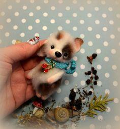 Купить Брошь валяная Трехцветный Щенок с Пятнышками в голубом шарфике в интернет магазине на Ярмарке Мастеров