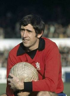 Chelsea goalkeeper Peter Bonetti in Chelsea Football Team, Chelsea Players, Football Kits, Good Soccer Players, Football Players, Football Cards, Peter Bonetti, Match Of The Day, Famous Sports