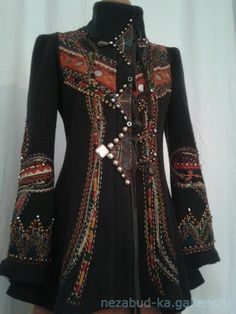Discover thousands of images about Midnight muse jacket bohemian romantic altered couture Hippie Style, Bohemian Style, Boho Chic, Vetement Hippie Chic, Mode Baroque, Look Fashion, Womens Fashion, Fashion Design, Moda Steampunk