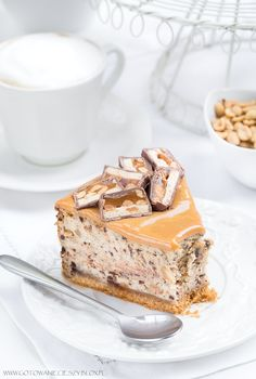 Sernik snickers wersja z erytrolem- 259 kcal B: T: W: Snickers Cheesecake, Cheesecake Recipes, Dessert Recipes, Delicious Desserts, Yummy Food, Desserts With Biscuits, Polish Recipes, Homemade Cakes, Yummy Cakes