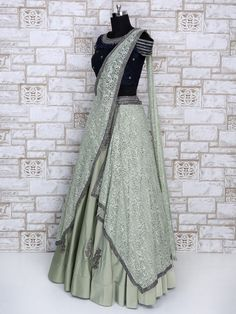 Lehenga Choli: Buy Ghagra Choli Online in India, Wedding Bridal Chaniya Choli Shopping Party Wear Indian Dresses, Designer Party Wear Dresses, Indian Gowns Dresses, Indian Bridal Outfits, Indian Fashion Dresses, Dress Indian Style, Indian Designer Outfits, Party Wear Lehenga, Pakistani Outfits