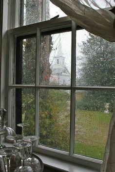 Toprağı kirlerinden arındırır bir yağmur Rainy day on Martha's Vineyard. Rainy Night, Rainy Days, Rainy Mood, I Love Rain, Sound Of Rain, Looking Out The Window, Window View, Rain Window, Rainy Weather