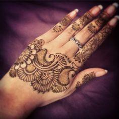 Love this mehndi design