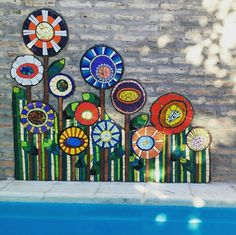 for the side of the house Mosaic Garden Art, Mosaic Flower Pots, Mosaic Pots, Mosaic Wall Art, Mosaic Glass, Mosaic Tiles, Glass Art, Mosaic Crafts, Mosaic Projects
