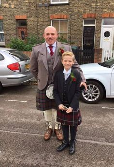 Evan wanted to tie his kilt outfit in with the red colour theme at his Dad's wedding, so he chose the Modern Hunting MacGregor tartan!