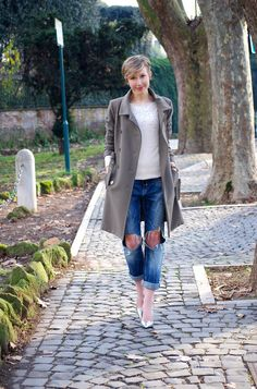 pictures source at www.coffeeblooms.com Silver, Denim & DoveGrey   Coffee Blooms http://www.coffeeblooms.com/coffeeblooms/2015/01/silver-denim-dovegrey/ #fashion #style #look #outfit #closet #wear #dressup #fashionable #chic #streetstyle #style #blue #denim