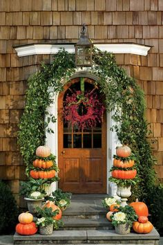 Love the beautiful rust colors and pumpkin topiaries in this fall front porch. #fallporch #fallfrontporch #fallideas