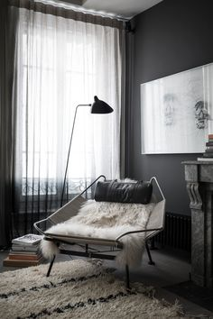 Cozy reading corner: Dark walls and dark interior decor turn this place into a private zone. A cuddly carpet and a white fur add some coziness to this living room. Interior Inspiration, Room Inspiration, Dark Walls, Grey Walls, Dark Interiors, Home Fashion, Fashion Decor, Interiores Design, Home And Living