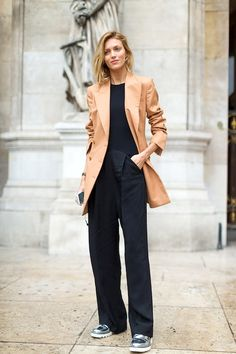 Model-Off-Duty Style: A Super Stylish Way To Wear A Camel Blazer