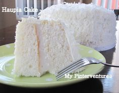 The Best White Cake Recipe . This is the best homemade white cake recipe. Tender, light, moist, and fluffy cake layers frosted with the creamiest vanilla Kokos Desserts, Coconut Desserts, Köstliche Desserts, Hawaiian Desserts, Haupia Cake Recipe, Coconut Haupia Recipe, Haupia Pie, Coconut Frosting, Coconut Pudding