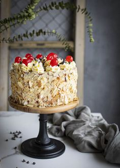Esta tarta es toda una delicia. Prueba nuestra receta Cake, Desserts, Food, Almonds, Crack Cake, Cake Recipes, Milkshakes, Tailgate Desserts, Deserts