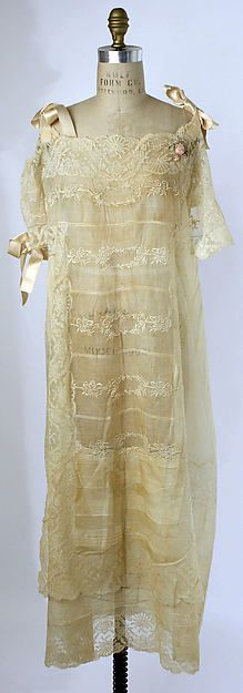 Nightgown - cannot imagine sleeping in this - to georgous   ax