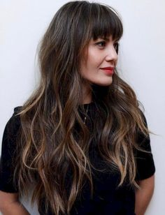 Long Hair With Eyebrow-Skimming Bangs The post 50 Cute and Effortless Long Layered Haircuts with Bangs appeared first on Frisuren. Layered Haircuts With Bangs, Curly Hair With Bangs, Haircuts For Long Hair, Long Wavy Hair, Long Hair Cuts, Easy Hairstyles, Straight Hairstyles, Curly Hair Styles, Vintage Hairstyles