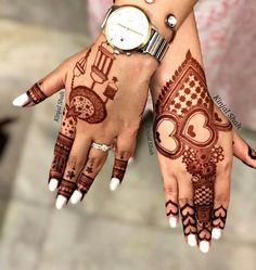 Get your hands adorned with the best bridal mehndi designs 2019 for your D-Day! Explore mehendi design inspirations that are going to trend this year. New Bridal Mehndi Designs, Finger Henna Designs, Henna Art Designs, Mehndi Designs For Girls, Mehndi Designs For Beginners, Modern Mehndi Designs, Dulhan Mehndi Designs, Mehndi Design Pictures, Mehndi Designs For Fingers