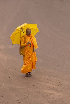 ˚The colour of thoughts a Sri Lankan Buddhist Nun