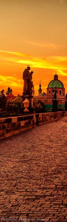 Beautiful Prague at sunrise... The Charles Bridge, Czech Republic ♥ Seguici su www.reflex-mania.com