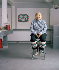 """Inuk artist Kenojuak Ashevak whose prints/drawings paved the way for the international success of Inuit art Arte Inuit, Inuit Art, Native Art, Native American Art, Inuit People, National Gallery, Indigenous Art, Art Graphique, Canadian Artists"