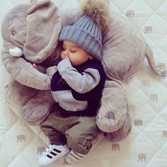Children and Young Cute Baby Boy, Baby Love, Cute Babies, Baby Kids, Baby Outfits, Little Boy Outfits, Baby Boy Photos, Cute Baby Pictures, Newborn Boy Clothes