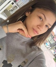 Top 15 Pictures of Zendaya Without Makeup | Styles At Life