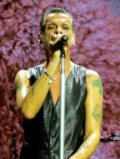 Dave Gahan with Depeche Mode in Houston beautiful photos by Dingerz