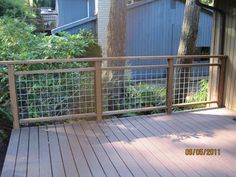 Deck railing isn't simply a safety function. It can include a magnificent visual to mount a decked location or deck. These 36 deck railing ideas show you just how it's done! Wire Deck Railing, Deck Railing Design, Deck Design, Deck Railing Ideas Diy, Porch Railings, Deck Guardrail Ideas, Veranda Railing, Hog Wire Fence, Metal Deck