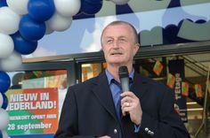 Den 28. september 2006 åbner JYSK Nordic de første fire butikker i Holland i Arnhem, Zoetermeer, Heerhugowaard og Lelystad. Lars Larsen er selv med til landeåbningen.